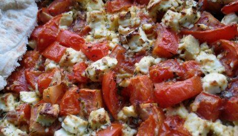 Zapečená rajčata sfetou (balkánským sýrem)