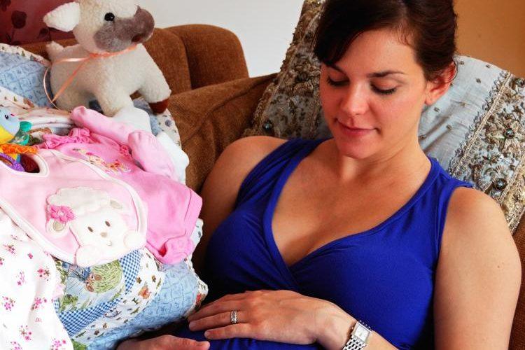 Jak se matka cítí a jak se vyrovnává se stresem během těhotenství, ovlivní jak psychiku dítěte, tak jeho fyzickou podobu