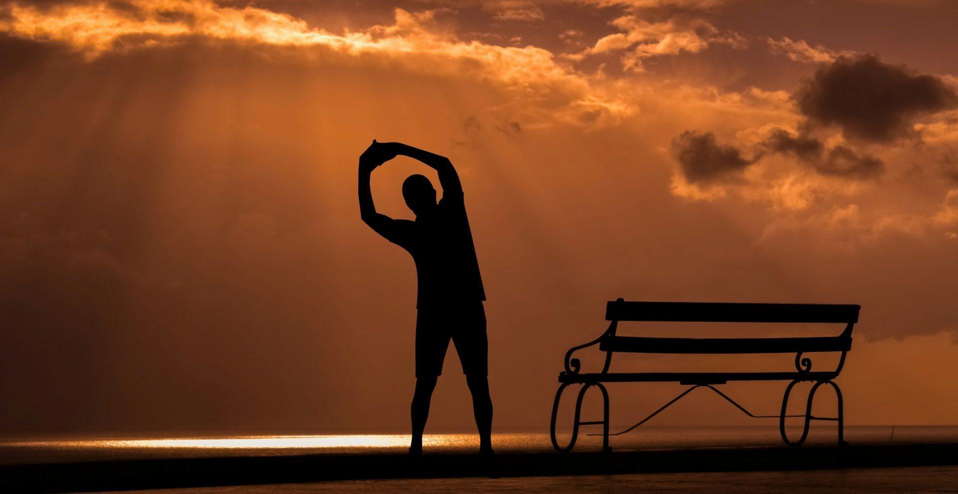 Večerní cvičení je výhodnější kvůli klidnějšímu prostředí. (volné dílo)