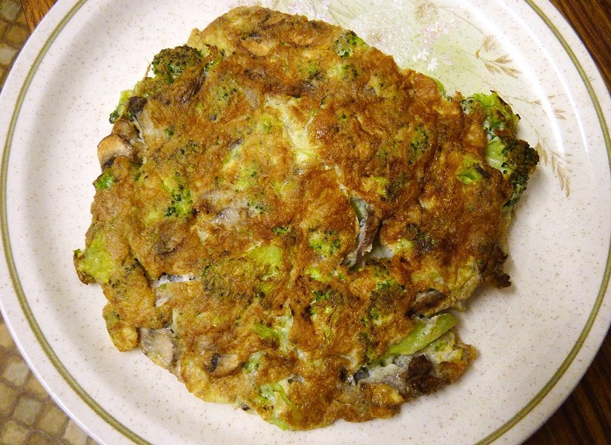 omeleta s brokolicí a žampiony