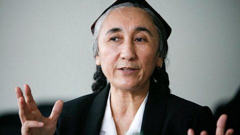 Třicet příbuzných ujgurské lidskoprávní aktivistky Rebiji Kadírové dva roky vězní včínském převýchovném táboře