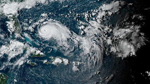 Hurikán Dorian nadále sílí, kromě Floridy ovlivní idalší státy