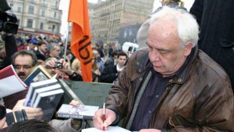 Legendární sovětský disident: Musíme postavit komunismus před soud