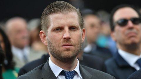 """Eric Trump podnikne právní kroky vůči MSNBC za """"bezhlavý pokus oočernění rodiny"""""""
