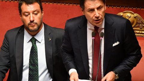 Itálií hýbou projevy ministra Salviniho arezignujícího premiéra Conteho