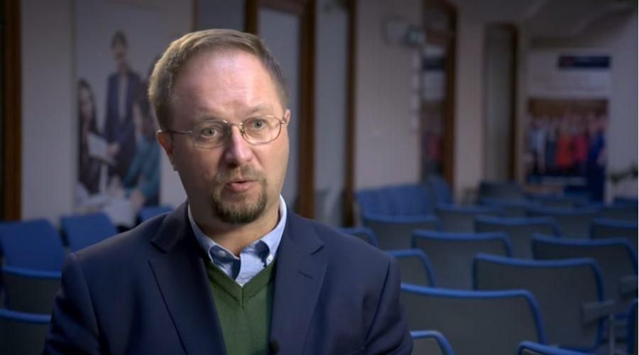 Politik, publicista a ředitel Občanského institutu Roman Joch. (Screenshot YouTube)