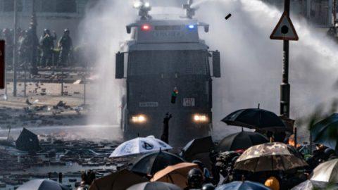 Hongkong zaznamenal nejhorší násilí od začátku protestů za demokracii