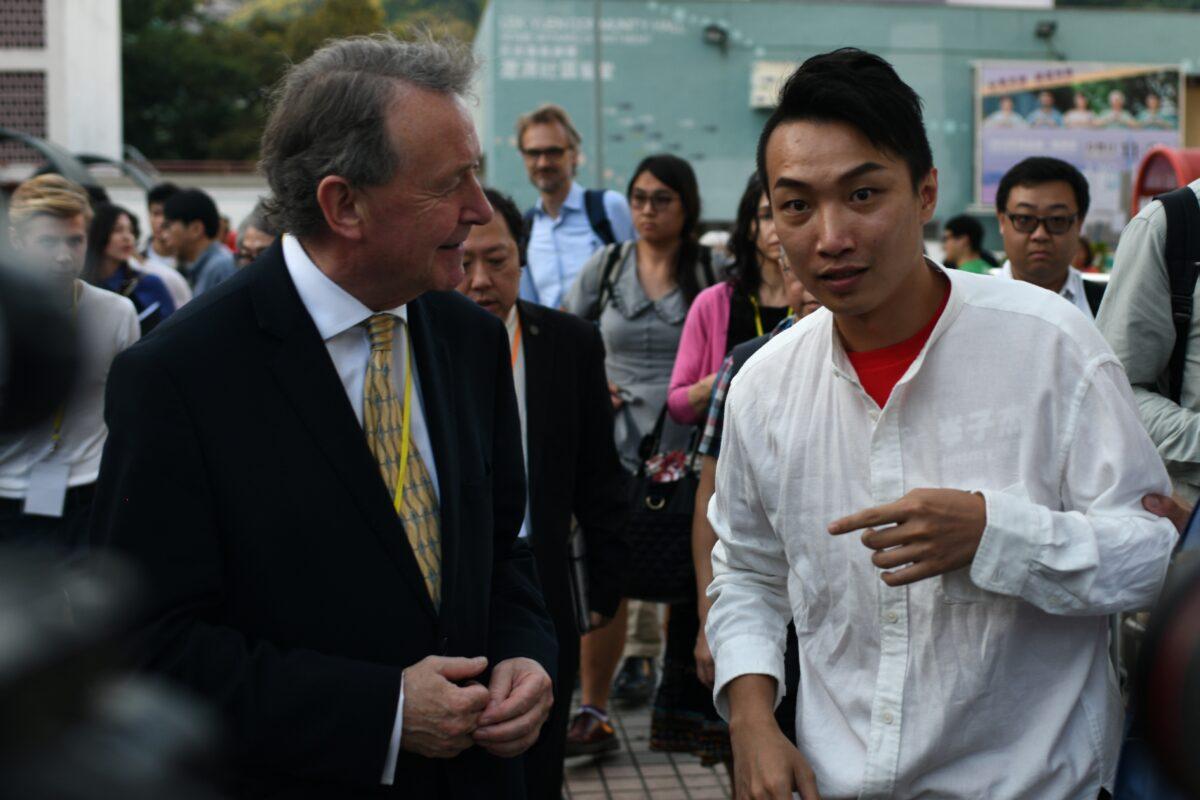 Pro-demokratické strany vyhrály volby v Hongkongu. (Philip Fong/AFP via Getty Images)