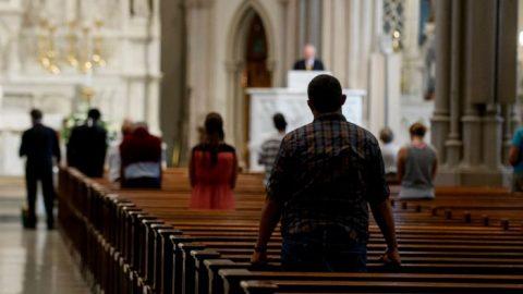 Výbory pro kontrolu církve často chrání duchovenstvo, ane oběti