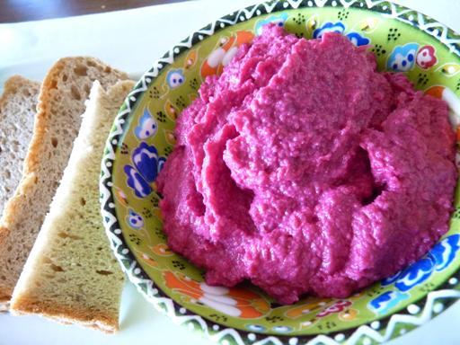 Hummus s červenou řepou