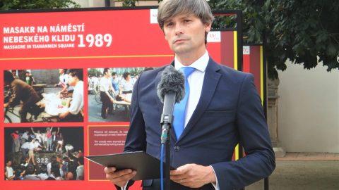 """Ve Valdštejnské zahradě probíhá výstava """"Masakr na náměstí Nebeského klidu 1989"""""""