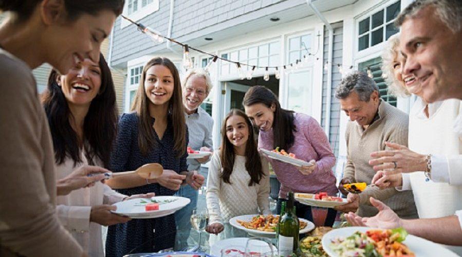 Nejlepší rodinná sešlost– znovu spojení rodiny – je skvělý způsob, jak dát s rodinou opět dohromady. (GettyImages)