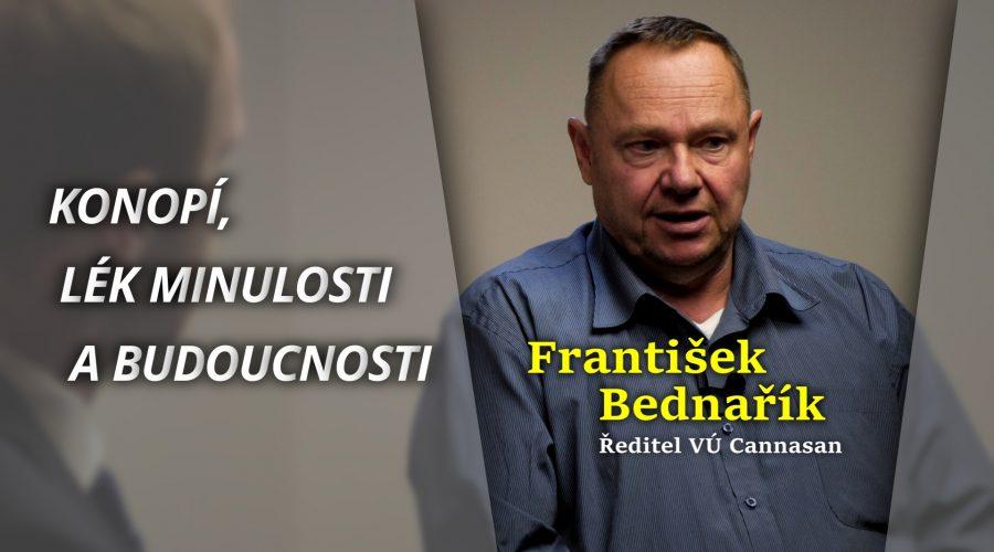 O léčivé síle konopí s ředitelem Výzkumného ústavu Cannasan panem Františkem Bednaříkem. (Michal Kováč / Epoch Times)