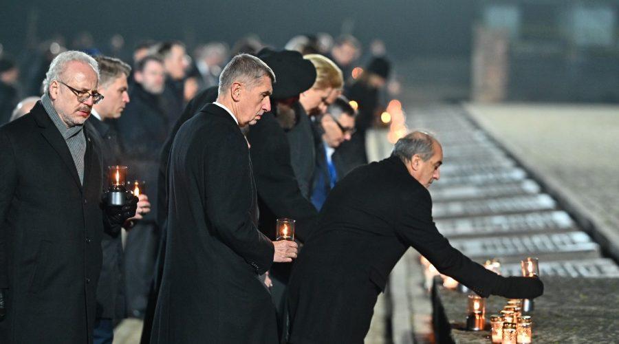 Premiér Babiš, prezident Duda a další uctili památku obětí holocaustu. (Vlada.cz)