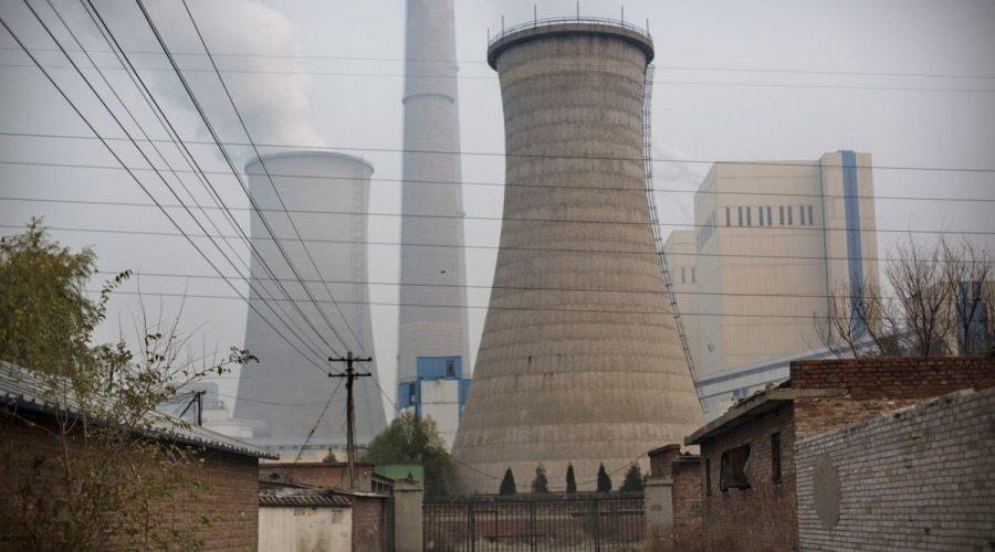 Uhelná elektrárna v Pekingu, Čína 19. listopadu 2014. (Kevin Frayer / Getty Images)
