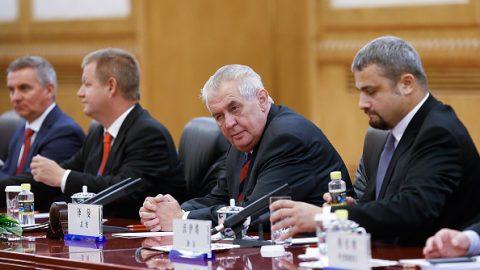 Prezident Zeman do Číny nepojede, investiční fórum odloženo, investice se neuskutečnily