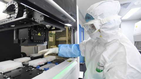 Je koronavirus biologickou zbraní?