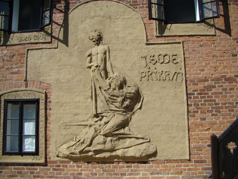 Venkovní reliéf na Chaloupce. (z archivu M. Bohuňovské)