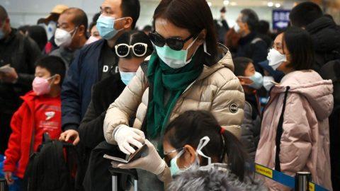 Koronavirus: Jak se čínská státostrana snaží řešit problém, který sama pomohla způsobit