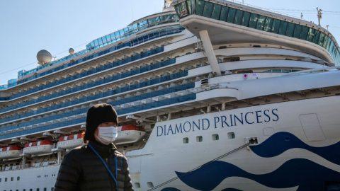 Koronavirus: 40 Američanů zvýletní lodi je nakažených, země své občany evakuují