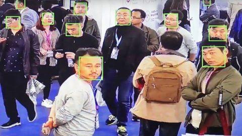 Čína testuje na Ujgurech špionážní techniku na rozpoznávání emocí (video – Čína bez cenzury)