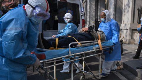 Koronavirus: Pohřební služby ve Wu-chanu hlásí prudký vzestup kremací. Úřady zřejmě neuvádí pravý počet obětí