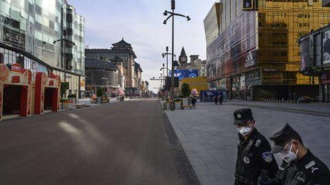 Koronavirus – aktuality: Čínští cenzoři mají plné ruce práce, nárůst vÍránu