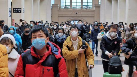 Koronavirus: Čínská vláda nařídila návrat knormálu, vprovincii Chu-pej hlásí rekordní počet úmrtí