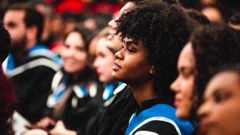 Studie na americké univerzitě – konzervativní studenti potlačují své názory 3x více než liberální