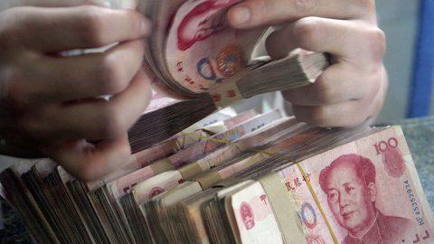 Stovky čínských firem žádají omiliardové půjčky kvůli koronaviru