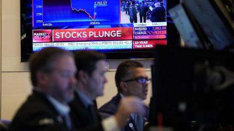 Koronavirus: Globální pokles akcií, na síle nabývá zlato, ropa rekordně nízko