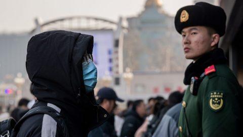 Hlavně žádné negativní zprávy – Bývalý čínský reportér popisuje, jak Peking kontroluje žurnalisty informující okoronaviru