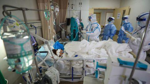"""Ředitel pohřební služby vČíně: Nemocnice nám posílaly mrtvoly spříčinou smrti """"neznámý zápal plic"""""""