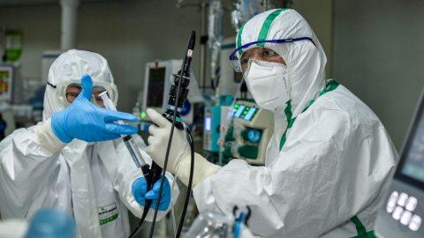 """Čína provádí první transplantace plic pacientům skoronavirem. Nejasný zdroj orgánů apochybnosti nad účinností """"léčby"""""""