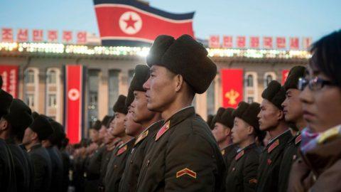 Koronavirus řádí ivSeverní Koreji. Zemřelo údajně téměř 200 vojáků