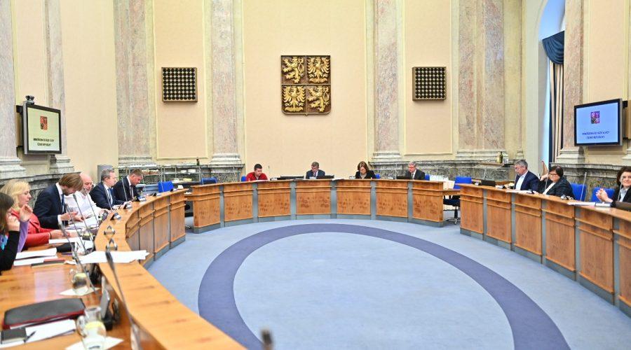 Ve Strakově akademii se v neděli 15. března konalo mimořádné zasedání vlády. (Vlada.cz)