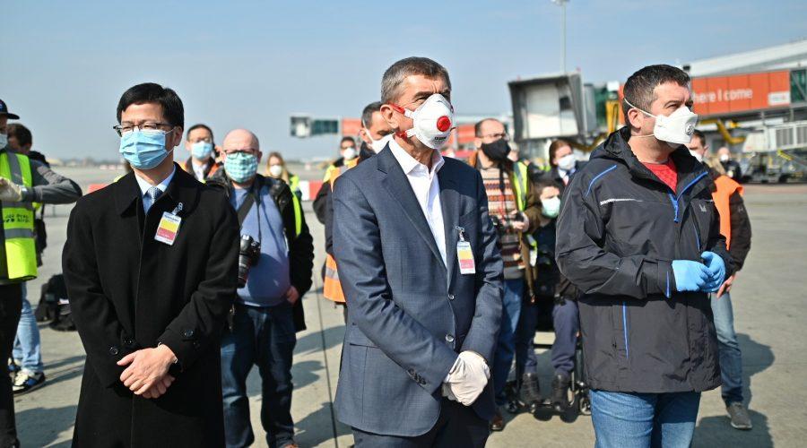 Do České republiky dorazila první část zdravotnického materiálu z Číny, 20. března 2020. (vlada.cz)