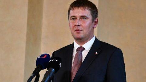 ČR: Nejvyšší ústavní činitelé odmítli nátlak Číny aodsoudili vyhrožování odvetnými opatřeními