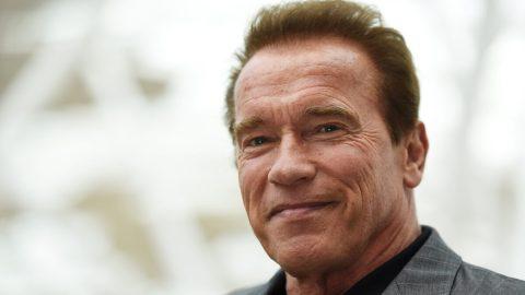 Arnold Schwarzenegger daroval 1 milion dolarů na ochranné prostředky pro zdravotnický personál bojující skoronavirem