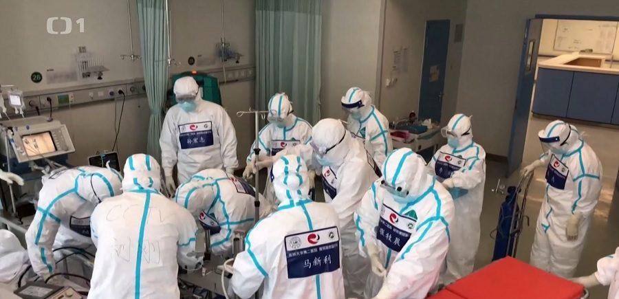 Reportéři ČT: Tajné služby upozorňují - Čína lže o počtu nemocných a mrtvých. (Screenshot z pořadu ČTV - Reportéři, Čínská nemoc)