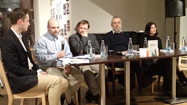 Lukáš Kudláček, druhý zleva, na křtu knihy 9 komentářů ke komunistické straně. (Milan Kajínek / Epoch Times)
