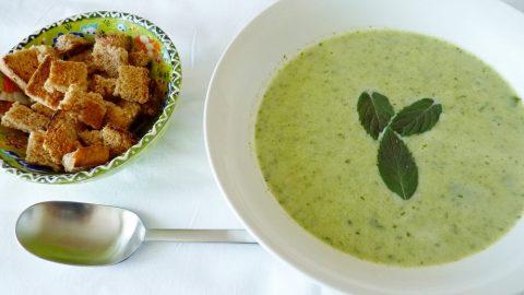 Recept: Cuketovo-špenátová polévka se smetanou