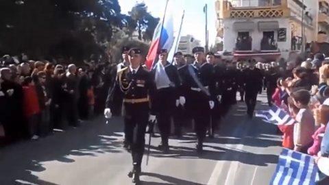 """Řetězové e-maily často šíří dezinformace, aneb příběh """"ruských mariňáků pochodujících Řeckem"""""""