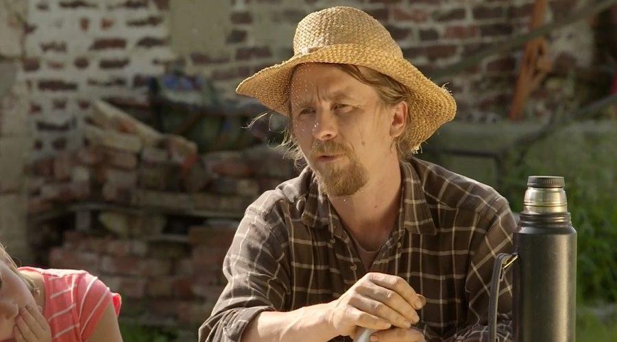 """""""Za patnáct let farmaření jsme se naučili, jak vytvořit ekologickou farmu na zelené louce (farmu Lukava), kterou se člověk uživí. Teď to chceme předávat dál."""" Vypráví zkušení zemědělci Jana a Martin Rosenbaumovi, jak došli k nápadu vzdělávací farmy Konipas."""