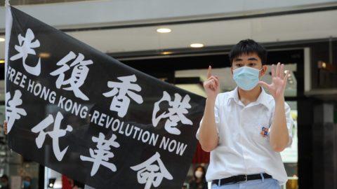 """Čínský zákon o""""národní bezpečnosti"""" pro Hongkong – reakce, důsledky avýhrůžky"""
