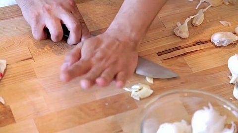 5 způsobů, jak snadno arychle oloupat česnek