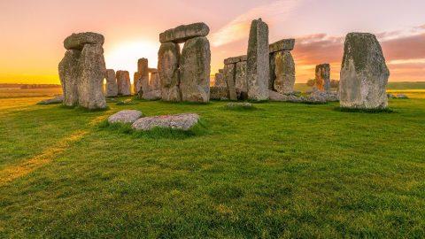 Letní slunovrat naživo se ruší. Místo něj bude Stonehenge vysílat východ slunce online