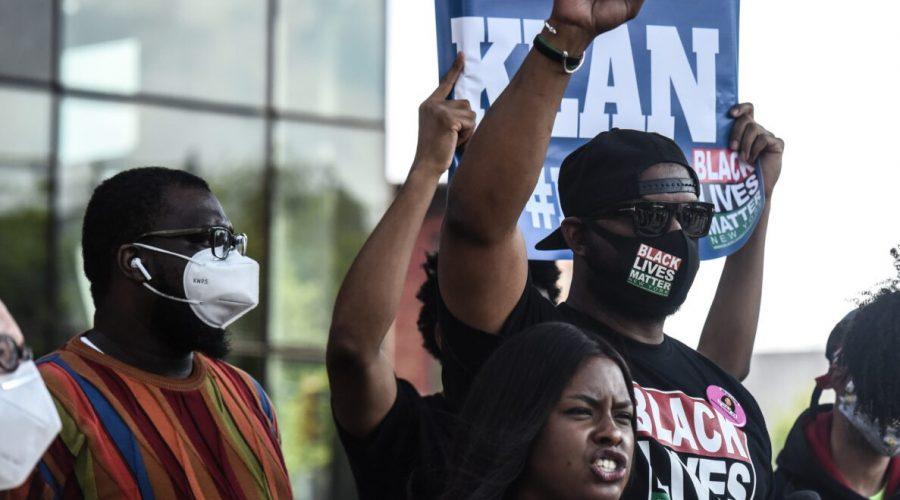 Hawk Newsome (vpravo), vůdce hnutí Black Lives Matter, na shromáždění v New Yorku 15. května 2020. (Stephanie Keith / Getty Images)