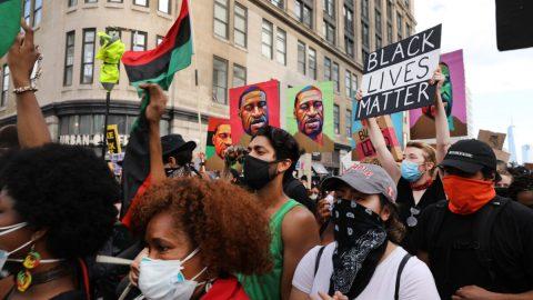 """Spoluzakladatelka Black Lives Matter: """"Naším cílem je sesadit Trumpa"""""""