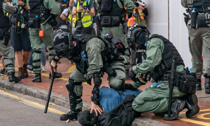 zakrok policie hongkong
